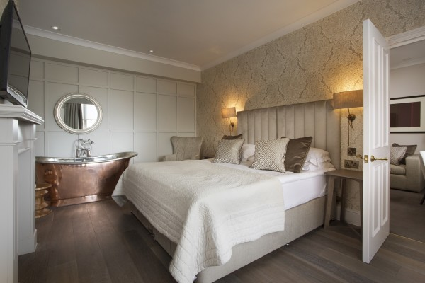 NEW-WEB-07-03-16-Royal-Wells-Hotel-Tunbridge-Wells-bedroom-feature-honeymoon-and-copper-rolltop-room-6-1-small2